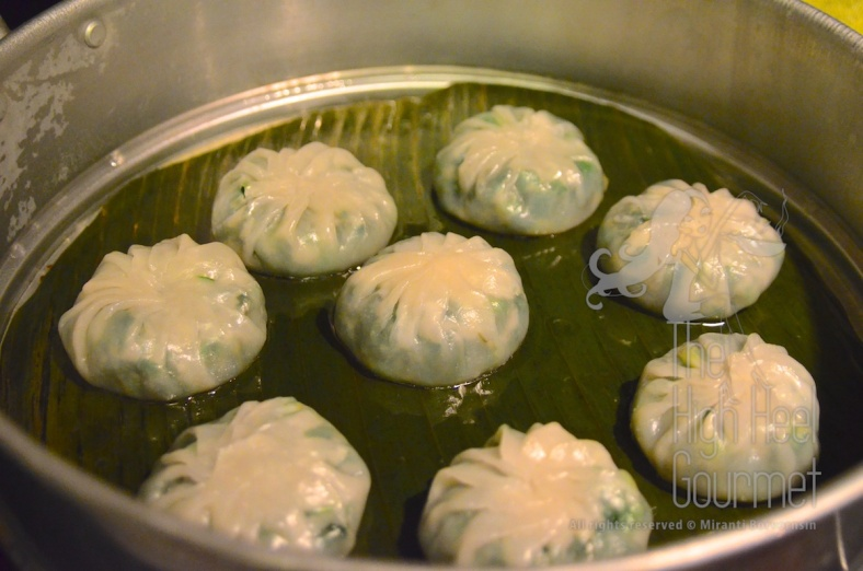 Steam Garlic Chive Dumplings, Kanom Gu Chai by The High Heel Gourmet 39