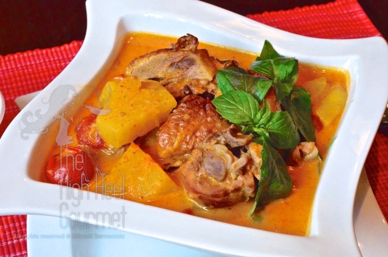 Thai Roasted Duck Curry - Kaeng Phed Ped Yang by The High Heel Gourmet 5