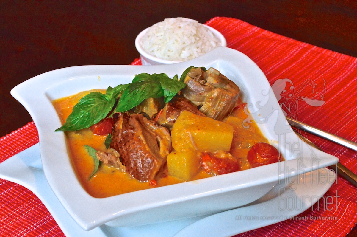 authentic thai roast duck red curry kaeng phed ped yang