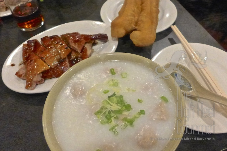 Full spread, a bowl of porridge (congee) with pork ball, roast duck and the fried dough. It's ok, I like the porridge with salted pork and preserved egg more.