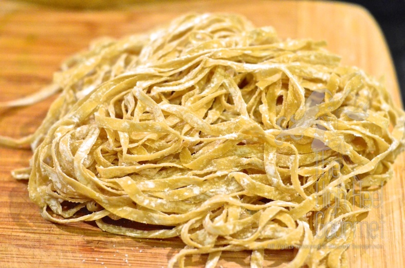 Pick the flat thin ribbon like egg noodles for Kao Soi.