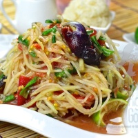 Authentic Spicy Thai Green Papaya Salad, Som Tam