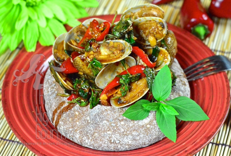 Clams in Spicy Thai Chili Jam Sauce and Basil - Hoi Lai Pad Nam Prik Pao by The High Heel Gourmet 1
