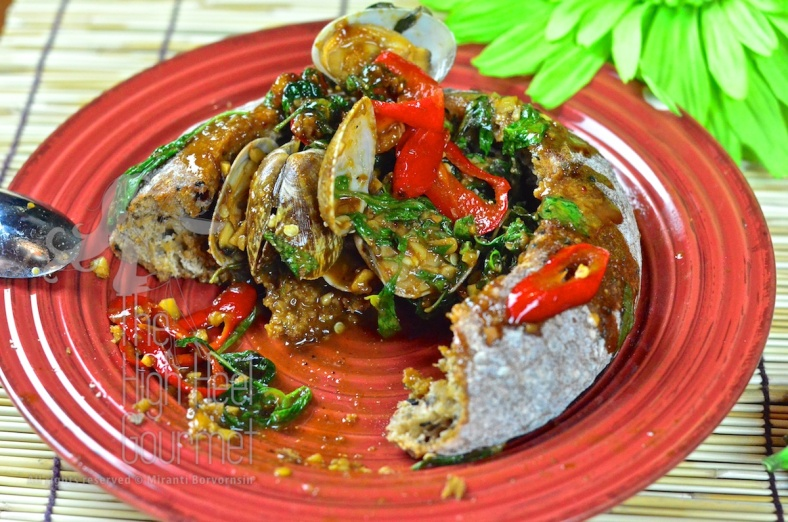 Clams in Spicy Thai Chili Jam Sauce and Basil - Hoi Lai Pad Nam Prik Pao by The High Heel Gourmet 5