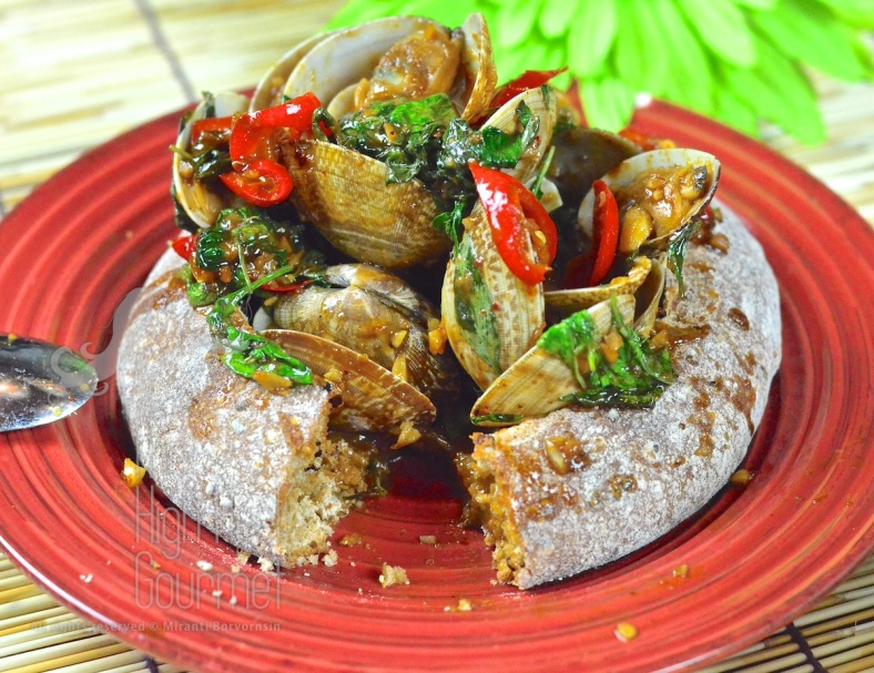 Clams in Spicy Thai Chili Jam Sauce and Basil - Hoi Lai Pad Nam Prik Pao by The High Heel Gourmet 6