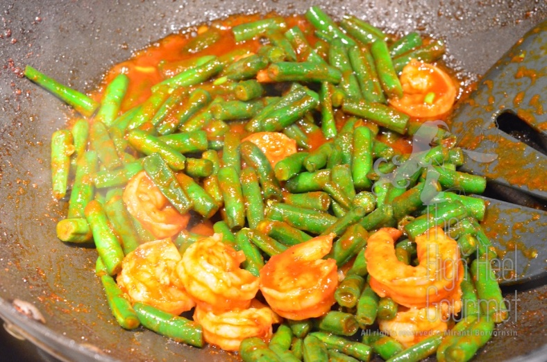 Stir Fried Shrimp with Green Bean and Chili Paste Pad Phrik Khing Goong  5