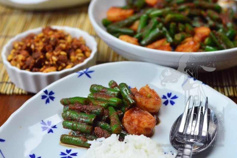 Stir Fried Shrimp with Green Bean and Chili Paste Pad Phrik Khing Goong  7
