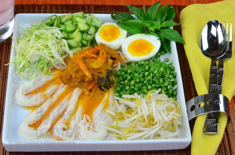 Southern Thai Rice Noodled Salad with Curry Sauce - Kanom Jeen Nam Ya Tai by The High Heel Gourmet 14