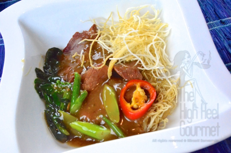 Authentic Thai Guay Tiew Rad Na - Rice Noodles in Gravy with Meet and Broccoli by The High Heel Gourmet 13