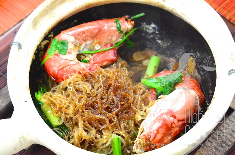 The shrimp-prawn baked in clay pot with glass noodles Goong Ob WoonSen 3