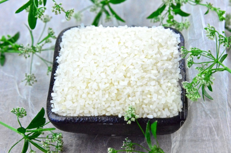 The broken rice is the Jasmine rice grains that are broken into small pieces. This is usually happened during the milling and the broken grains will be separated to sell as Broken Rice.